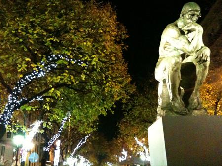 Le penseur de Rodin à poil sur la Rambla!