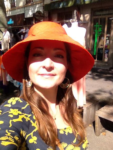 chapeau en rafia orange